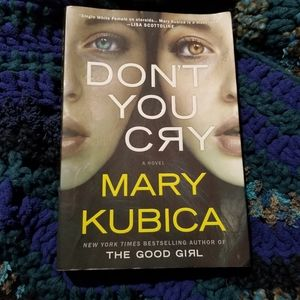 Dont You Cry -book